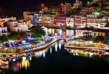 Άγιος Νικόλαος| Aghios Nikolaos / Ο Άγιος Νικόλαος, είναι η πρωτεύουσα του Νομού Λασιθίου και βρίσκεται στη βόρεια ακτογραμμή της Κρήτης, στη Δυτική πλευρά του κόλπου του Μεραμβέλλου. Η ονομασία του προήλθε από το βυζαντινό εκκλησάκι που βρίσκεται στον όρμο Αγίου Νικολάου.