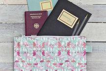 Accessoires / Portefeuilles, pochettes, blagues à tabac, protège passeport, trousses de toilette et sacs week-end originaux made in Europe.