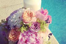 Aranjamente Florale / Cu o floare nu se face primavara, dar cu florile noastre sigur nunta ta va deveni una de vis! Pentru ca evenimentul tau sa fie perfect, acordam o deosebita importanta detaliilor! Personalizam decorul cu aranjamente florale elaborate atent, special pe nevoile tale si in functie de povestea pe care vrei sa o spui. Indiferent de eveniment, designerul nostru floral va avea solutia perfecta pentru tine!