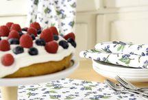 Berries & Cherries - Beeren, Backen und Co / Sie wachsen auf Bäumen und an Sträuchern, sind süß und lecker, schmecken uns pur, im Dessert, als Kompett & Marmelade oder aber auf dem Kuchen und in süßen Aufläufen. Im Sommer ist Obstsaison! Wie ihr eure Lieblingsfrüchte hübsch dekoriert, welche tollen Accessoires wir für euch haben und  wie ihr euren Früchtetraum in Szene setzt zeigen wir euch hier :)