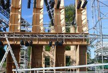 """Mes PROD: AÏDA 3 l'envers du décor / Un opéra à la campagne Le festival des Soirées Lyriques de Sanxay à lieu en pleins champs dans un amphithéâtre gallo-romain. Ce n'est pas une mince affaire car il faut créer de toutes pièces  toutes les structures qui permettront le déroulement d'une représentation normale avec orchestre, choeur, solistes, ballet, décors, costumes, éclairages, effets spéciaux... à partir de rien !  De plus il faut créer la """"salle"""" puisque les pierres de l'ancien amphithéâtre ont servi durant les siècles précédents à bâtir le village voisin. Quelques photos de ce travail considérable !"""