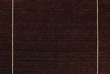 Tappeti Indiani / Questi tappeti vengono prodotti in India e sono conosciuti per i motivi un po' naif, dal fascino tribale. I tessitori indiani traggono gran parte dell'ispirazione dal mondo naturale. Normalmente la lana usata è molto soffice. Sono tappeti con un ottimi prezzi.