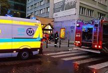 Wybuch na śliskiej/news / 4.00 am. Wybuch na Śliskiej w Warszawie-Eksplozja miała miejsce na 3. piętrze budynku dziesięciopiętrowego. Straż prowadzi akcję ratowniczą. Okolice ulicy Śliskiej są wyłączone z ruchu. Trwa dogaszanie budynku. - Ten wybuch musiał być silny. To jest blok wielopiętrowy. Ewakuowani zostali mieszkańcy, podstawiono autobus. Zniszczenia są bardzo duże. Służby zabezpieczają teren.