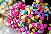 Cake Pops / ~ Yummys to do with my cake pop machine ~ / by Jaz Pearson