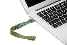Paisley Bracelet Attache USB Drives / by PNY Technologies