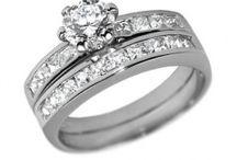 Stříbrné prsteny s kamínky / Stříbrné prsteny zdobené zirkony či krystaly Swarovski patří svým jemným leskem a příznivou cenou k nejoblíbenějším šperkům. Krásný dárek z lásky! :-)