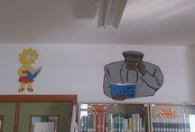 La Biblioteca-Cómic / Fotografías de las paredes de la biblioteca de nuestro instituto, decoradas con figuras diseñadas a mano y elaboradas con Goma Eva por nuestra experta Olvido Guzmán.