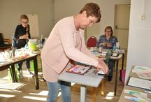 25 maart 2017 - Workshop Handlettering / Op 25 maart 2017 gaf Karin Joan een grote workshop Handlettering. De workshop was in het Atlas Hotel. In de winkel waren demonstraties Handlettering.