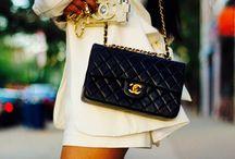 Fashion. / Una dintre placerile femeilor. One of women's pleasures.