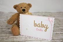 Baby Cards / Lange wurde der große Tag herbei gesehnt und nun ist ihr kleiner Sonnenschein endlich da! Und zu einer der schönsten Nebensache bei der Ankunft eines Babys gehört mit Sicherheit auch die Auswahl der perfekten Babykarte.