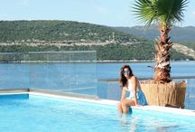 Neum / Neum is the town on Bosnia and Herzegovina's only stretch of coastline. Surrounded by 22 kilometers of coastline, and situated in between the two parts of Dalmatian Coast of Croatia, it is the ideal vacation spot not only for the Balkan people but also for tourists.