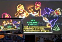 """Die Löffelfamilie / Was verbindet beispielsweise das Kulturdenkmal """"Löffelfamilie"""" in der Leipziger Karl-Liebknecht-Str. und die Hochschule für Telekommunikation Leipzig (HfTL)? Auf den ersten Blick nichts, schaut man aber genauer hin, vorzugsweise wenn es dunkel ist, dann wird die Verbindung zur Telekommunikation sehr schnell klar. Denn mithilfe einer App für mobile Android-Geräte, entwickelt von den Studierenden der Projektgruppe, lässt sich die Leuchtreklame für eine bestimmte Zeit einschalten."""
