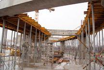 Modernizacja stadionu Górnika Zabrze / W Zabrzu trwa przebudowa stadionu KS Górnik im. Ernesta Pohla. W pierwszym, realizowanym obecnie etapie powstają 3 zadaszone trybuny o pojemności ok. 24 tys. miejsc siedzących. Docelowo stadion pomieści 31 871 widzów. Na terenie obiektu znajdą się również biura, pasaże handlowe i restauracje. Stadion wyposażony będzie w dwupoziomowy parking podziemny. Nasza firma dostarcza sprzęt do realizacji obiektu.