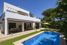MODERN VILLA FOR SALE MARBELLA / Superbly constructed villa, build to the highest modern specifications in a contemporary style with large south facing terraces and a private pool.
