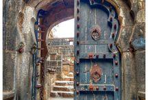Aga-Aga - Portas, portões, entradas