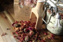 Handmade Luxury Bath Salts / The Hedge Wych Bath Salts are like bath bombs, but all grown up! Add 2-3 scoops to your bath and watch them fizz gently, allowing their fragrance, oils and botanical ingredients to infuse the water for a relaxing, spa-like experience.