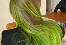 Colorazioni particolari / Tingersi i capelli a volte rappresenta uno stile perfettamente unico!