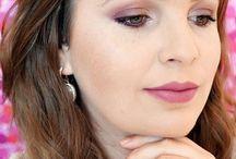 """BATOM PASSANDO BLUSH / """"A Coleção Passando Blush, desenvolvida pela blogueira Priscila Paes, foi feita com muito carinho especialmente para você. Que os produtos realcem ainda mais tudo que você tem de lindo."""" Priscila Paes. As cores podem variar de acordo com as configurações do monitor."""