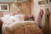 PINK ideas for girls' rooms / Inspiration for girls room, pink bedrooms, shabby chic, vintage, drapes, beds, pink, interior design, home decor