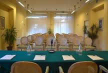 Meeting&Congressi&Eventi / Cornice ideale per meeting ed eventi, l'Hotel Tvder dispone di ampie sale riunioni a strutture modulare, attrezzate per accogliere con professionalità ed eleganza tutti i tipi di eventi da 10 a 170 persone.