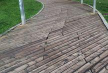 TARIMAS TECNOLÓGICAS / Las tarimas para exterior en madera tecnologica son un producto muy prometedor debido a sus numerosas ventajas, es natural y duradero sin necesidad de mantenimiento. Se trata de un producto sostenible que no contiene productos químicos tóxicos. Desde las producciones de madera plástica hace unos años su utilización en revestimiento, losetas auto-instalables y tarimas para exterior se ha extendido a lo largo de Europa. Sus propiedades físicas y mecánicas dependen en gran medida de la interacción.