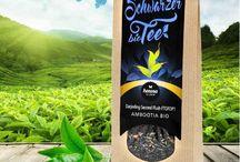 """Henosa Schwarzer Bio Tee / Schon die Chinesen wussten, dass die besten Tees auf den Bergen wachsen, """"deren Gipfel in Wolken gehüllt sind"""" Genau diese Bedingungen finden auch unsere Schwarztees und Grüntees in den Anbaugebieten von Henosa. Sie sind in den Bergregionen Süd- und Mittelchinas, im Hochland von Ceylon (Sri Lanka) und an den Südhängen des Himalaya im Darjeeling-Gebiet."""