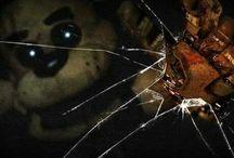 Five Nights at Freddy's / Se houver algum pin sem seus devidos direitos autorais, avise !!! Irei altera los sem problemas ! Esses pins foram baixados e recolocados posteriormente em pastas