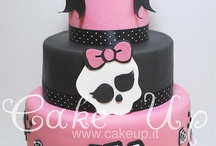 Monster High cakes / by Jeanette Hartley