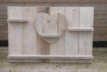 Huis / Steigerhout is stoer en je ziet het steeds vaker in huis. Mooie robuuste meubels of een steigerhouten wandbord aan de muur, het kan allemaal.