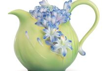 teapots and cups