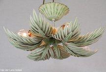 Italiaanse plafonnieres / Antieke Italiaanse plafonnieres, verguld, met bloemen en kristallen.