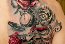 Rote Rosen-tattoos