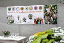 just chrys - Florale Präsentation mit blumigen Multitalent / Floral Designer und FDF-Chrysanthemen-Botschafter Oliver Ferchland zeigte in einer Ausstellung in Dresden bei Fleura Metz, einem Blumengroßhändler, tolle florale Inspirationen mit der Chrysantheme.