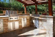 Outdoor Kitchens / Find more inspiration and design ideas for outdoor kitchens at: http://www.landscapingnetwork.com/outdoor-kitchens/