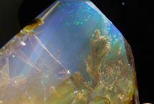 Opale und andere Steine