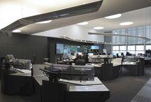 Craie Design - Réalisations / Quelques exemples de réalisations intégrant des postes opérateurs (salles de crise, des marchés, de régulation, de contrôle...).