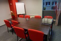 Warszawa - Sale szkoleniowe / Szkolenie, konferencja, czy spotkanie integracyjne powinno być przemyślane w najdrobniejszym szczególe. Dotyczy to np. wyboru sali konferencyjnej. W jednym miejscu oferujemy ponad 1300 sal w 60 lokalizacjach,