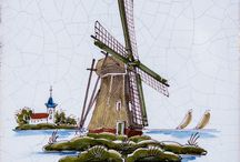 Royal Makkum Delft Dutch Ceramic Tile Collection / The Royal Makkum Collection of glazed ceramic tiles from Country Floors luxuriates in its Delft heritage. You will quickly notice in these materials all the classic genre elements associated with Delftware: white background, blue ornamentation, country ambiance and farm scenes. There is no more subtle and correct a product for the country cottage style.