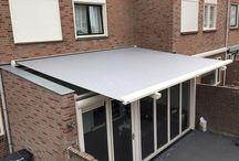 Verandazonwering Targa plus van Stobag / De TARGA-modellen zijn geschikt voor grote en complexe glazen daken en overkappingen. Als externe bescherming tegen de zon en de hitte, zorgen ze voor een aangenaam binnenklimaat en voor een verzorgde look. Door de naar binnen verschuifbare geleidingsrails kunnen ook speciale verandaconstructies (bv. schuine constructies) probleemloos overschaduwd worden. Een echte schaduwvoorsprong, bereikt u met het TARGA-PLUS-model. #DecoZonwering