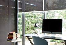 Puošnus biuro akcentas – roletai ir žaliuzės / Pažvelkite į šias roletų ir žaliuzių idėjas, kurios padės susikurti inspiruojančią darbo aplinką.