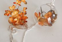 Orange hydrangea flowers necklace in Sterling Silver 925 from 20€ / Wild Flowers are flowers not intentionally seeded or planted, symbolizes spontaneity #Orange in nature is the #color of #VividSunsets #Fire #Flowers #ManyCitrusFruits #Adventure #Vitality #SterlingSilver #Necklace