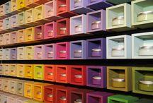 L'Atelier d'Arthur / Avec l'Atelier d'Arthur, Arthur Bonnet vous propose un service exclusif de décoration d'intérieur. Façades, plan de travail, crédence, peintures, carrelage, tissus... votre concepteur-décorateur élabore avec vous la planche de matières et couleurs qui correspond le mieux à vos envies ; votre espace cuisine est pensé du sol au plafond.