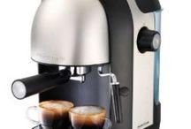 Elettrodomestici per la colazione / Shopty offre ai suoi clienti una scelta vastissima di elettrodomestici: sul sito si trovano in vendita più di 500 i modelli garantiti da chi opera nel settore da più di 40 anni e conosce perfettamente il mercato. Provate le macchine da caffè, gli spremiagrumi, i tostapane, i bollitori, la macchina per il pane e il macina caffè.