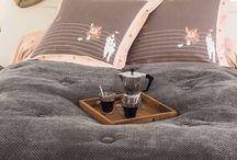 Chambre si cocoon / Des collections  en flanelle qui invitent aux instants douillets et à l'esprit cocoon. Une matière légèrement duvetée qui apporte chaleur, douceur et confort !