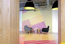 Innenarchitektur Idee – Dieses Bunte Kühne Muster Umhüllt Von Der Wand Auf Den Boden