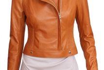 Ramoneska / Ramoneska (nazwa wywodzi się od amerykańskiego zespołu rockowego Ramones) to potoczna polska nazwa motocyklowej kurtki Perfecto, zaprojektowanej w 1928 roku przez Irvinga Schotta. W latach 70-tych upowszechniła się wśród fanów muzyki rockowej i metalowej. Kurtka ta charakteryzuje się kilkoma stałymi cechami: zawsze ma podwójne klapy, przesunięty w bok asymetryczny zamek i przyszyty pas do ściągania. Niektóre kurtki tego typu posiadają też zwiększoną liczbę kieszeni oraz naramienniki.