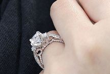 Engagement Rings / Engagement rings ideas for the classic, vintage & boho-chic brides. See gorgeous diamond rings in all shapes and sizes set in white, yellow or rose gold. Endless unique and hand crafted engagement ring inspiration.