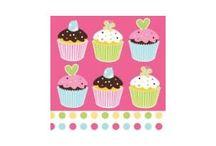Cake Dolcetti Muffin / Coordinati tavola per Party, Compleanni e Feste a tema Cake. Accompagnare i Vostri eventi da gesteggiare con delicati decori cake, usa e getta. PIatti, bicchieri, tovaglioli, banner, palloncini e tanto altro.