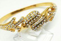 Gelang Kamila / Aksesoris perhiasan jenis gelang ini bermerk Kamila jewelry Berbagai macam bahan dan model tersedia di Grosiran Asemka kunjungi www.grosiran-asemka.com