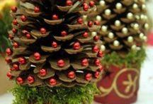 Alberi di Natale con le pigne / Idee per la realizzazione di alberi di natale con l'uso di pigne.